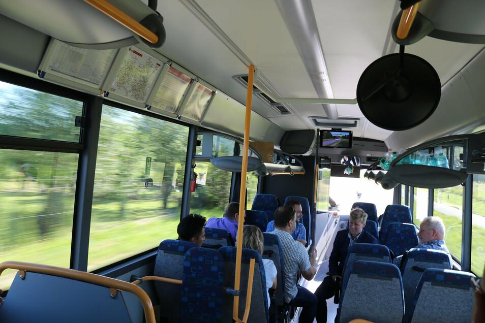 Erste Fahrt der neuen Buslinie 691 von Zittau nach Swieradow-Zdroj (Bad Flinsberg), Polen, über Tschechien.