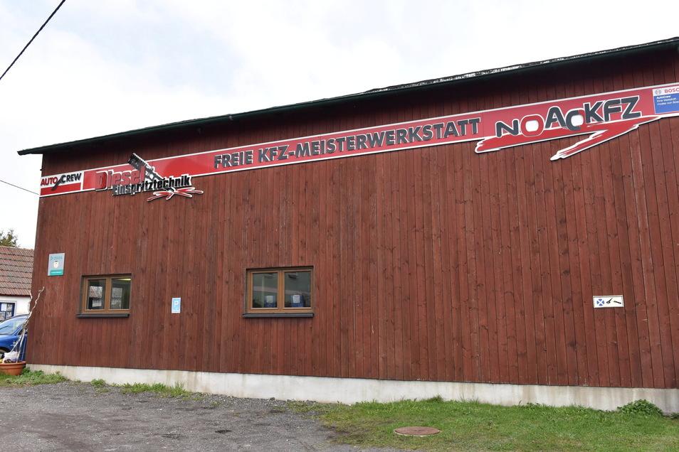 Früher war es die Scheune eines Bauernhofs in Dippoldiswalde-Reinberg, jetzt arbeitet hier eine Kfz-Werkstatt, die weiter wachsen will.