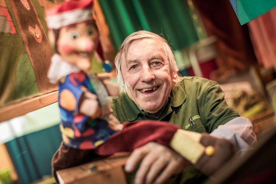 Zwei Originale unter sich: Seinen Kasper erschuf der Dresdner Zoo-Puppenspieler Stefan Flinner selbst.