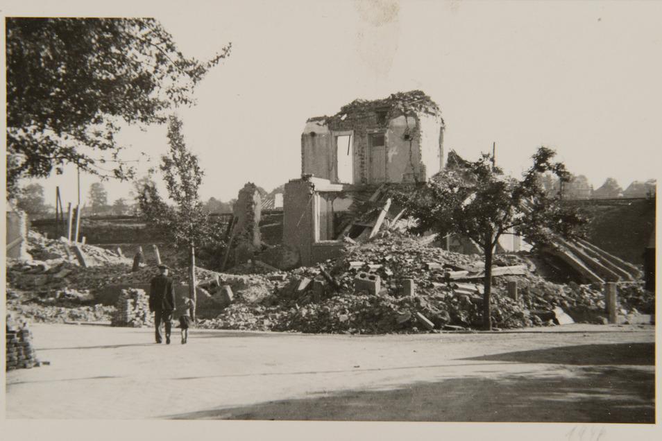 Bombenangriff am 19. April 1945: Von Adams Hotel in Pirna-Copitz an der Rennerstraße blieben nur Trümmer.