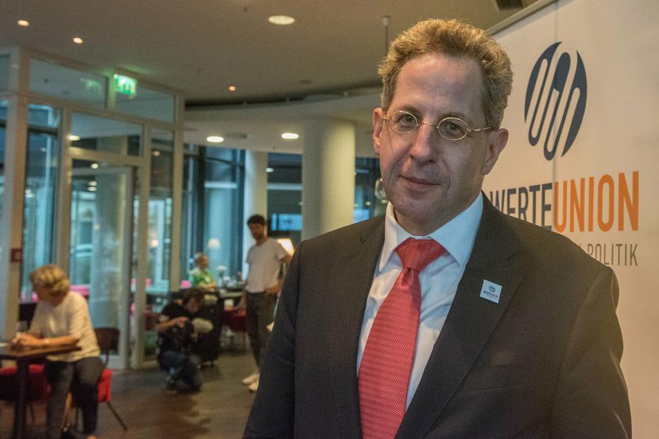 Hans-Georg Maaßen, Ex-Verfassungsschutzchef, bei einer Wahlparty der Werte-Union der CDU in Dresden. Maaßen wollte Ende September nach Radebeul zu einem Forum mit jungen Leuten kommen. Das muss aber ausfallen.