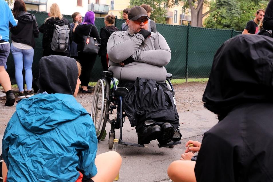 Rene K. gehört zu den Heimbewohnern, die von Pieschen nach Klotzsche umziehen sollen. Der 40-Jährige schloss sich dem Protest an.