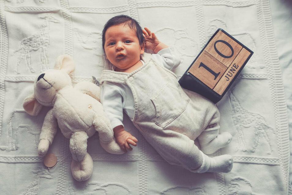 Linos Georgios Tsoulfas, geboren am 10. Juni, Geburtsort: Berlin, Gewicht: 3730 Gramm, Größe: 53 Zentimeter, Eltern: Melinda Tsoulfas und Vasilios Tsoulfas, Wohnort: Dresden