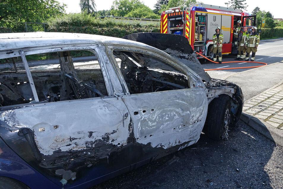 Im Dresdner Norden ist am Dienstagnachmittag ein Auto ausgebrannt.