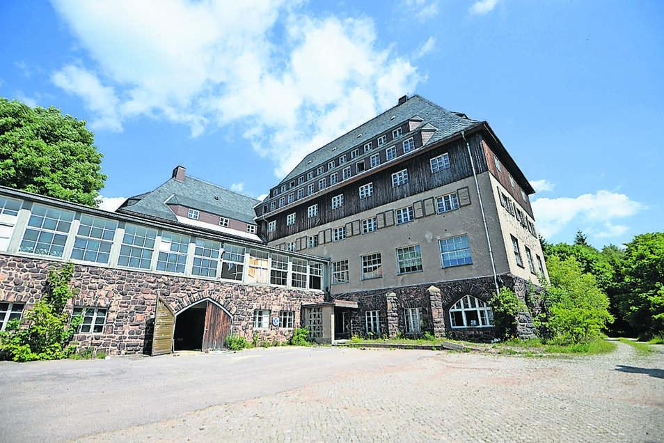 Das alte Sanatorium steht seit langer Zeit leer.