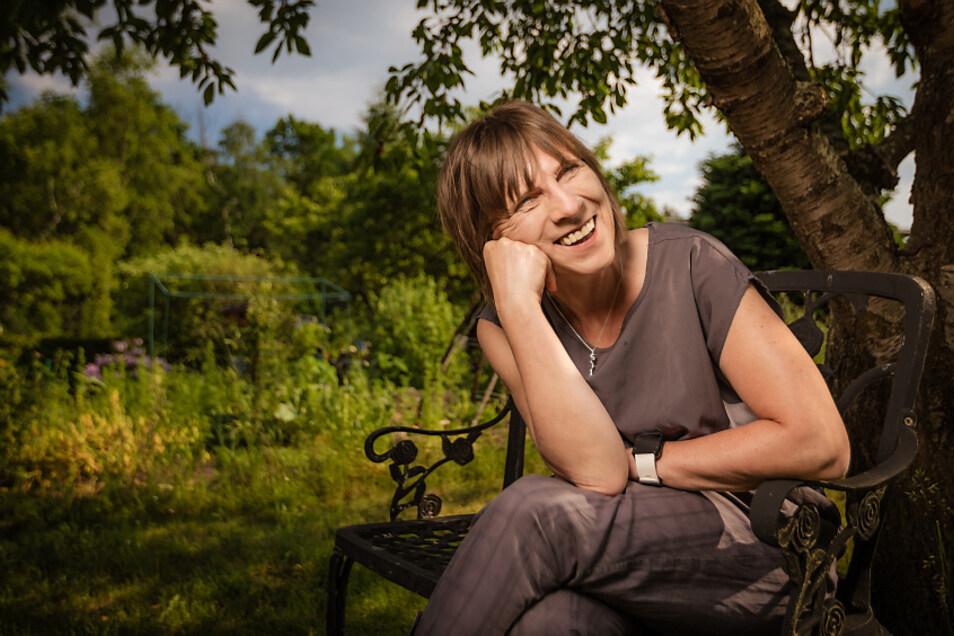 Die Filmemacherin und Autorin Dr. Grit Lemke verbringt nun im dritten Sommer so viel Zeit wie möglich in einem Kleingarten in Hoyerswerda.