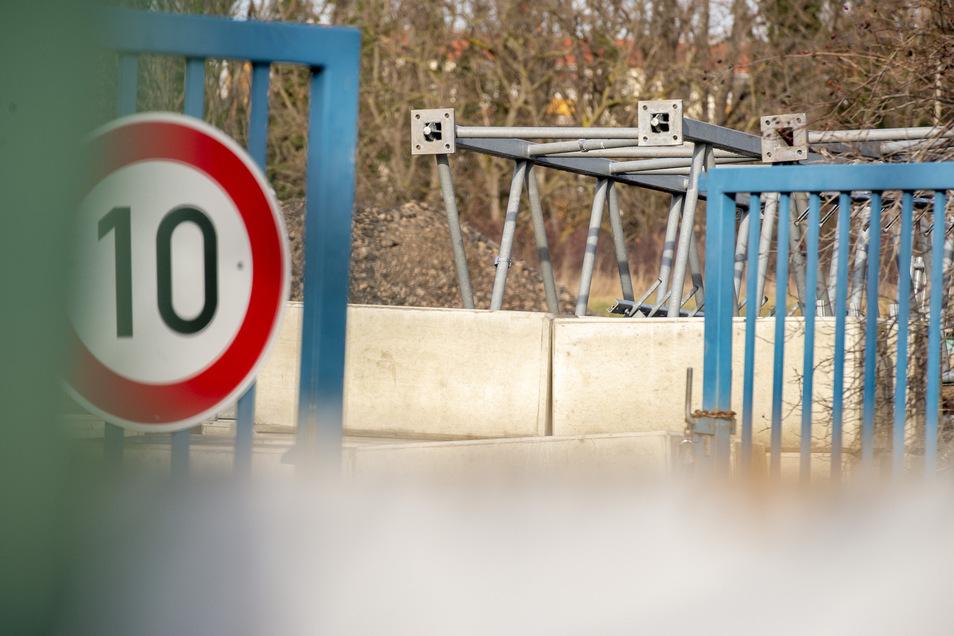 Derzeit liegt der Sendemast noch auf dem Gelände des Baubetrieshofs am Lehdenweg.
