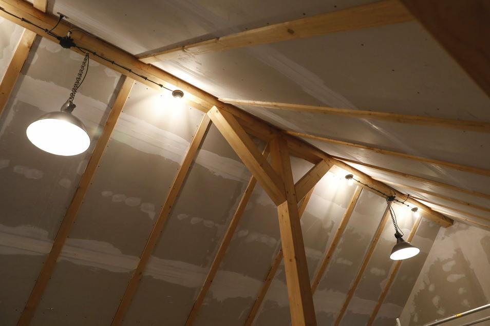 Die Trockenbauarbeiten auf dem Dachboden der Scheune sind schon weit fortgeschritten.