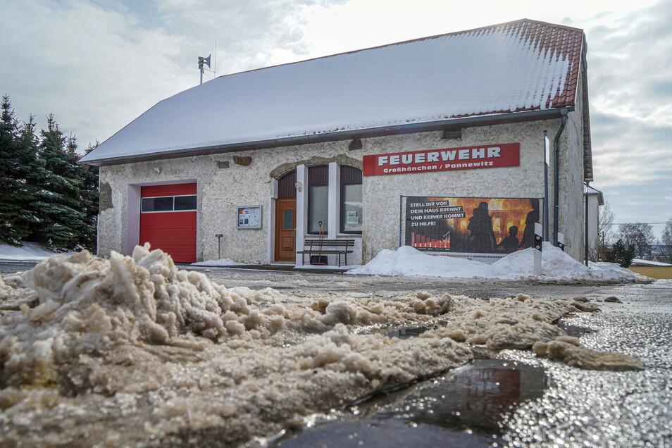 Bis Ende April sollen verschiedene Arbeiten am Feuerwehrgerätehaus im Burkauer Ortsteil Großhänchen abgeschlossen sein.