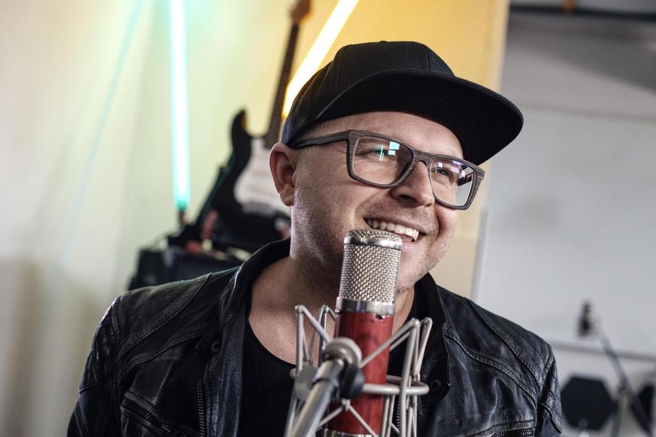 """Fans können sich nun auf die neue Single """"Zeit"""" des erfolgreichen Sängers freuen."""