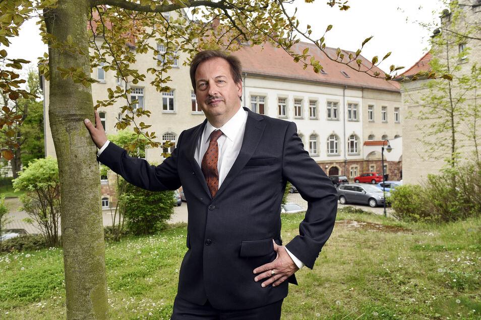 Seit Anfang 2013 ist Lutz Kermes Direktor des Amtsgerichts Döbeln. Zuvor leitete er das Amtsgericht Hainichen bis zu dessen Auflösung.