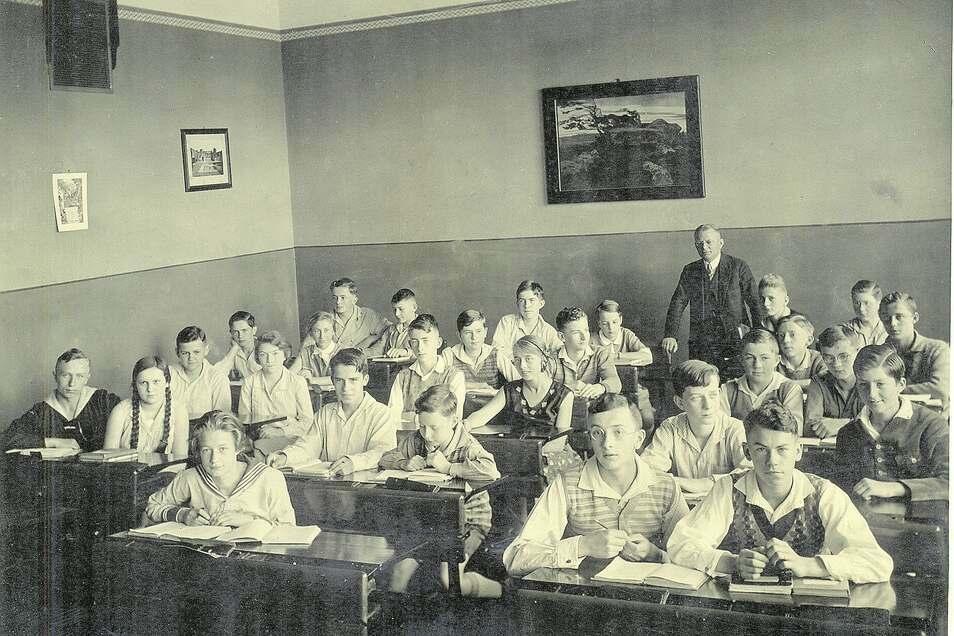 Ein Bild aus seiner Zeit an der Zittauer Weinauschule hatte Fritz Michel nicht parat, dafür ein Foto der Klasse seines älteren Bruders. Es entstand 1930. Interessant, dass damals auch Mädchen aufs Gymnasium durften.