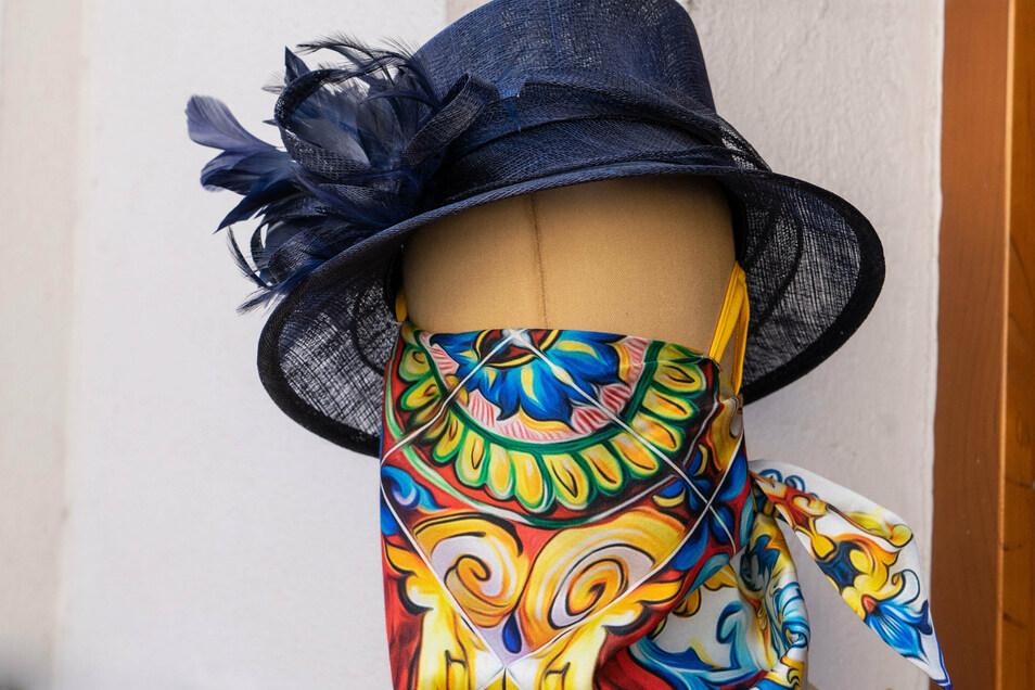 Der Landkreis Bautzen ist aktuell Corona-frei. Mund- und Nasenschutz muss dennoch weiter getragen werden, unter anderem in Geschäften. Auch ein modisches Tuch erfüllt diesen Zweck.