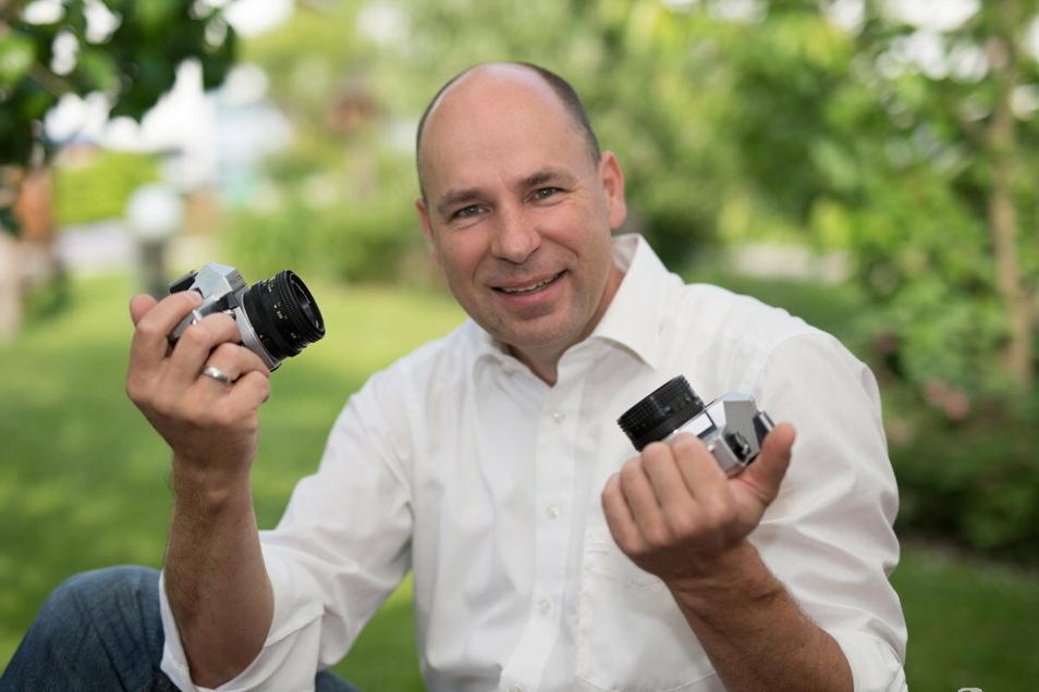 Fotograf Thomas Schulz hat sein Handwerk von der Pike auf gelernt und will für die Paare mehr als der Fotograf sein.