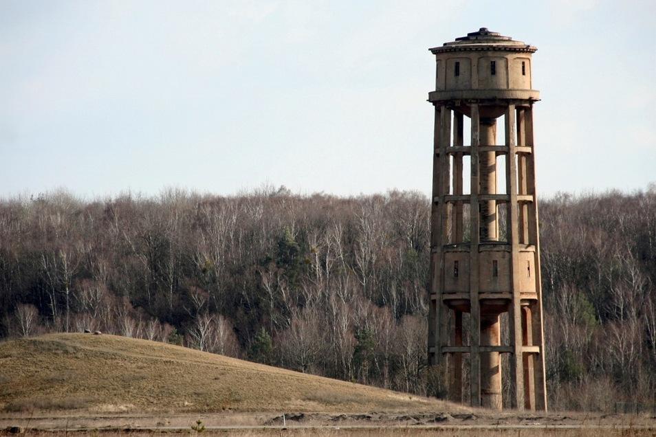 Dieser Wasserturm ist ein Wahrzeichen von Lauta. Er erinnert an das einstige Lautawerk. Das Bauwerk befindet sich in Privatbesitz.