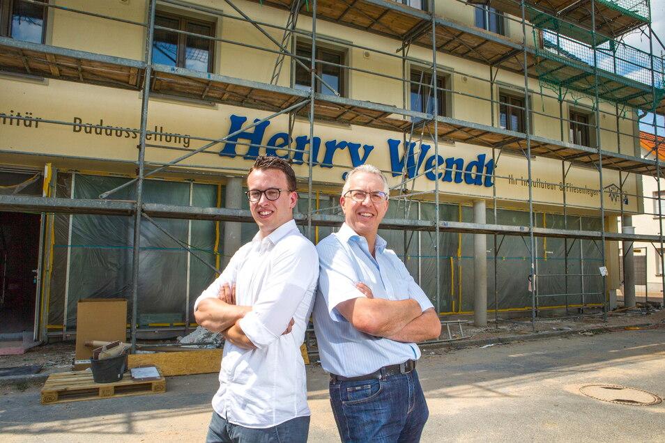 Wenn der Vater mit dem Sohne: 2017 hat Henry Wendt (rechts) seinen Sohn Hendrik (links) in die Geschäftsleitung geholt. Das Bild entstand im gleichen Jahr, als das Firmengebäude neu gebaut wurde.
