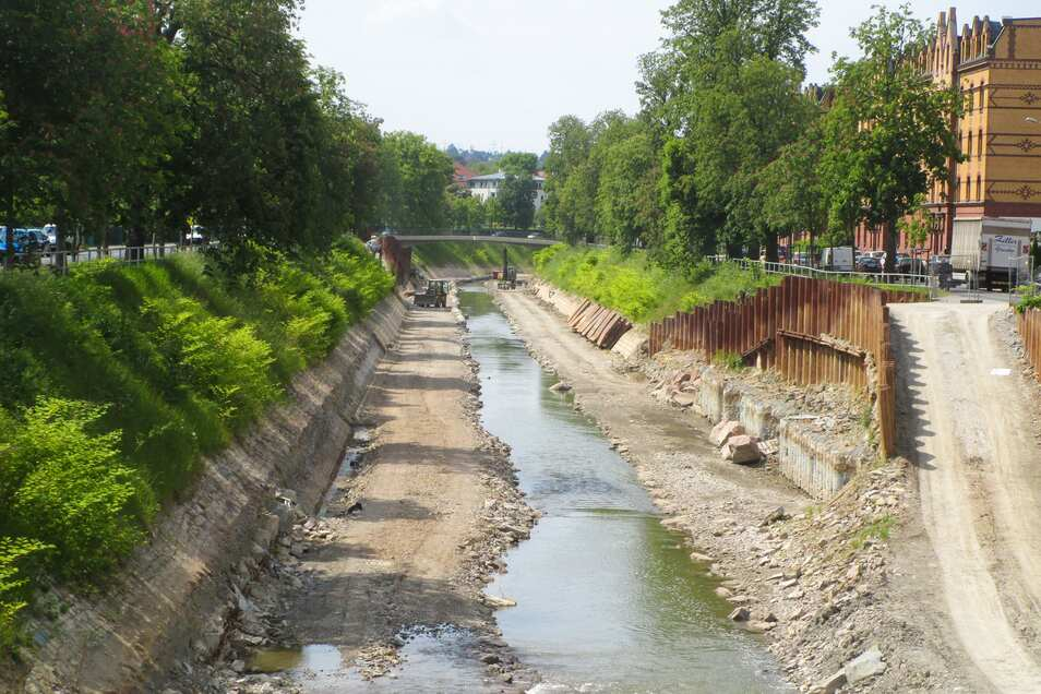 So sah die Weißeritz während des Ausbaus am Emerich-Ambros-Ufer 2015 aus.