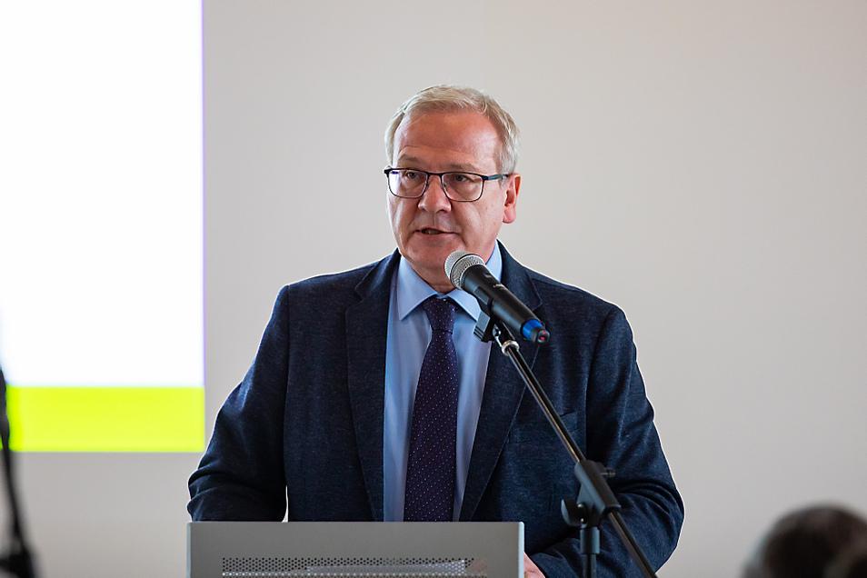 OB Torsten Ruban-Zeh (hier im Februar im Stadtrat) und die Stadträte diskutieren derzeit den Doppelhaushalt 2021/2022 von Hoyerswerda.