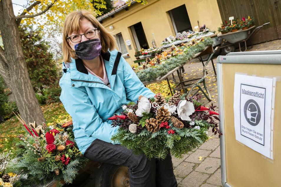 Kerstin Söhnel ist Mitarbeiterin der Großenhainer Friedhofsverwaltung. Totensonntag und Bestattungen sind Themen, die hier für Fragen sorgen - aber klare Antworten bekommen.