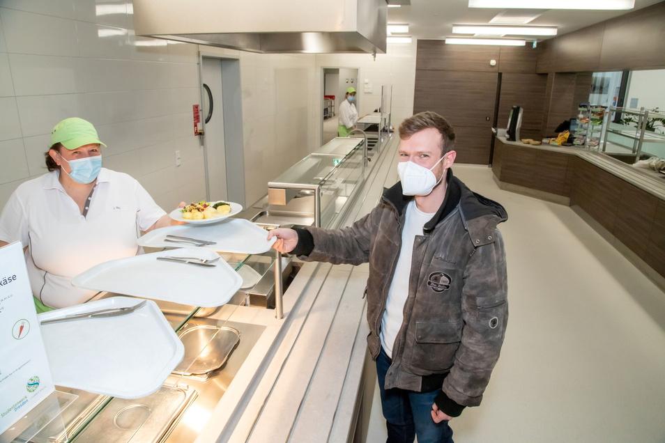 Seit Anfang März wird in der neuen Mensa der Polizeihochschule in Rothenburg Essen ausgegeben. Bis zu 500 Portionen können hier täglich zubereitet werden.