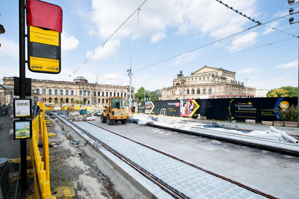 Weit fortgeschritten sind die Arbeiten an der erneuerten Haltestelle vor der Hofkirche. Geplant ist, die Sophienstraße bis zum Postplatz zu sanieren.