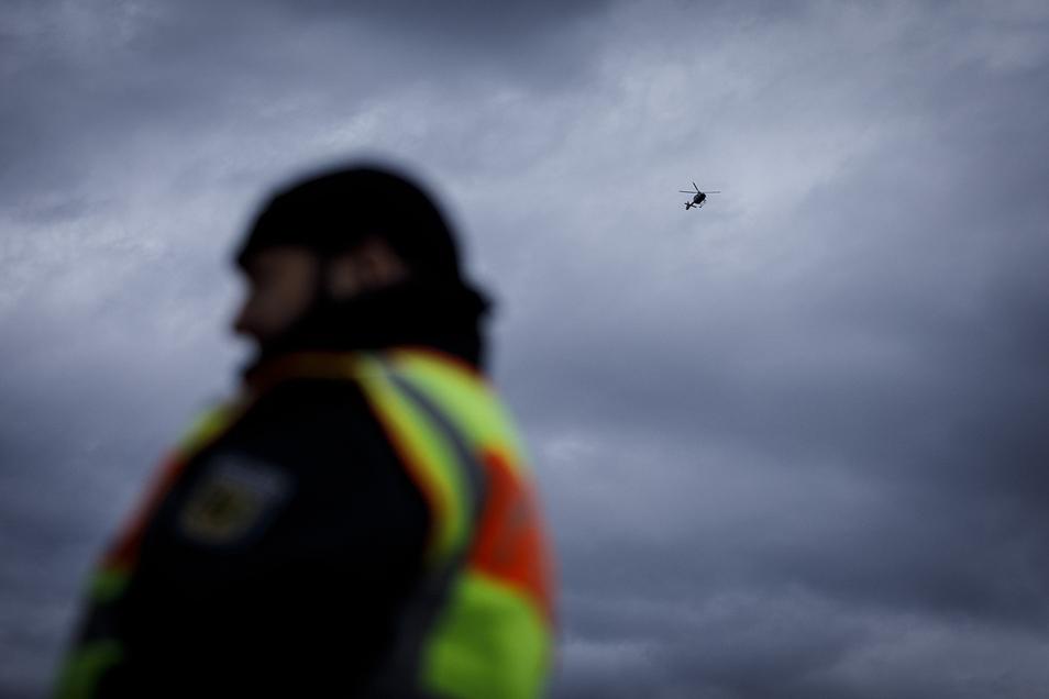 Bei Kontrollen auf der A4 decken Bundespolizisten fast täglich Fälle von Schwarzarbeit auf.