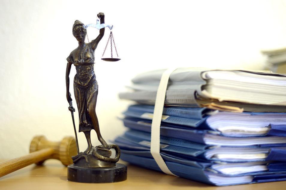 Ein 35-jähriger Dresdner wurde vor Gericht verurteilt. Er muss nun eine Haftstrafe antreten.