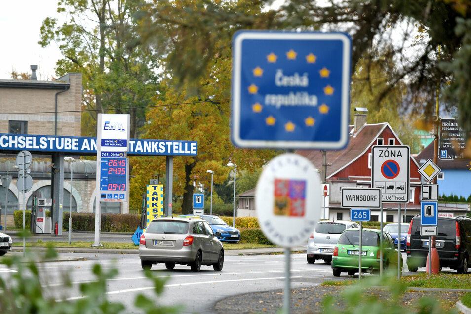 Am Grenzübergang von Seifhennersdorf nach Varndsorf herrschte am Mittwoch noch reger Verkehr.