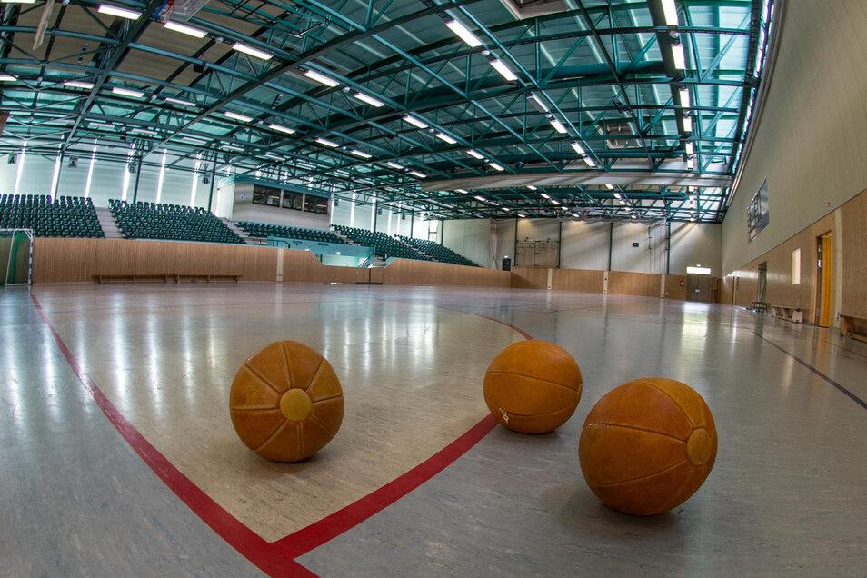 Ein Blick in die Schützenplatzhalle in Bautzen. Hier wird demnächst ein neuer Sportboden verlegt.