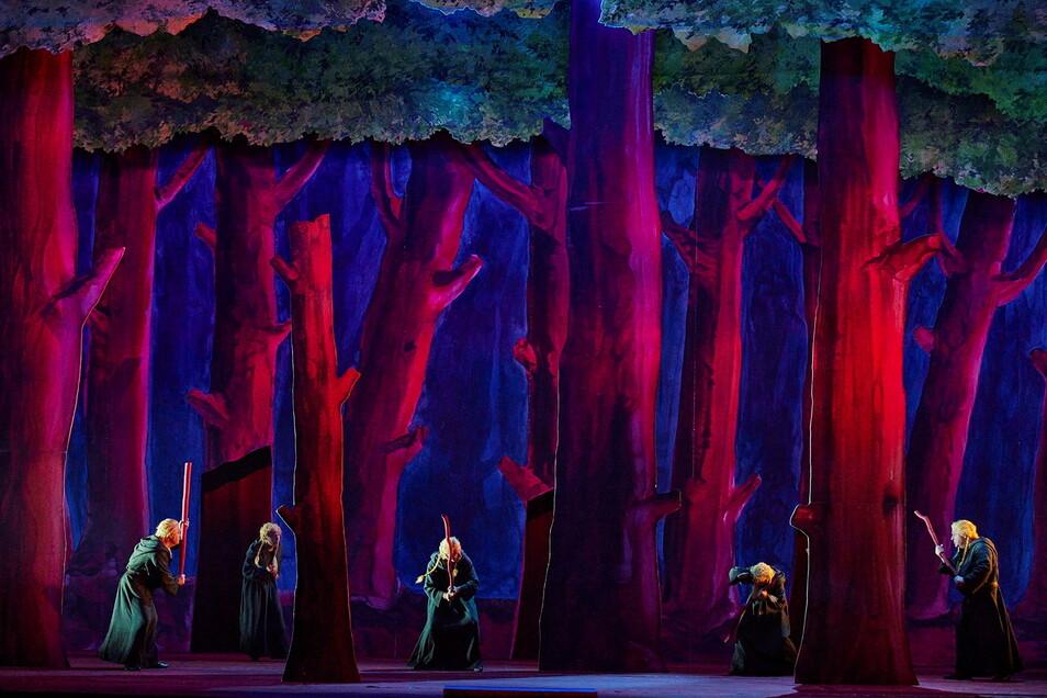 Die Gallier hirschen durch den gemalten Eichenwald.