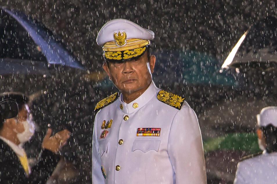 Die Demonstranten fordern den Rücktritt von Regierungschef Prayut Chan-o-cha, der seit einem Putsch des Militärs 2014 an der Macht ist.