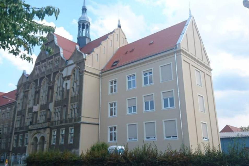 Blick auf das Gymnasium in Dresden-Heidenau.