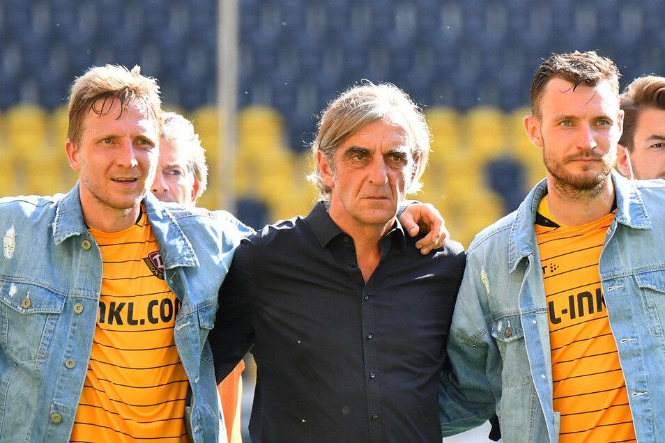 Zum Abschied am 34. Spieltag kleidete sich die komplette Mannschaft in der Minge-typischen Jeansjacke.