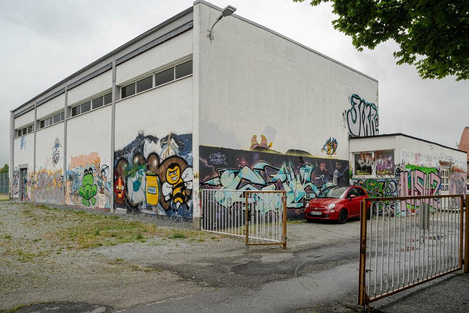 Die Turnhalle der Allende-Oberschule in Bautzen soll durch einen Neubau ersetzt werden. Doch die Finanzierung ist ungeklärt, die Stadt hat jetzt eine Absage der beantragten Gelder aus dem Kohlefonds bekommen.
