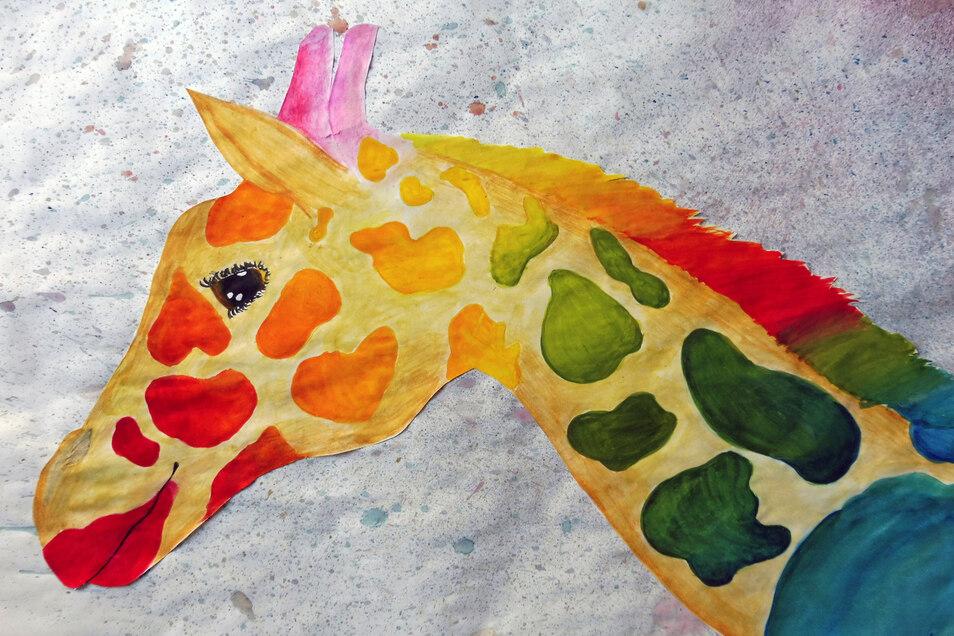 """Lena Spitzner aus der sechsten Klasse hat ihr """"Traumtier"""" als Aquarell gezeichnet. """"Die Giraffe verkörpert Sicherheit, Ruhe und Zufriedenheit. Sie leuchtet in bunten Farben, die Glück, Freude und Hoffnung versprühen. Mein Traum ist eine Welt ohne Sorgen,"""