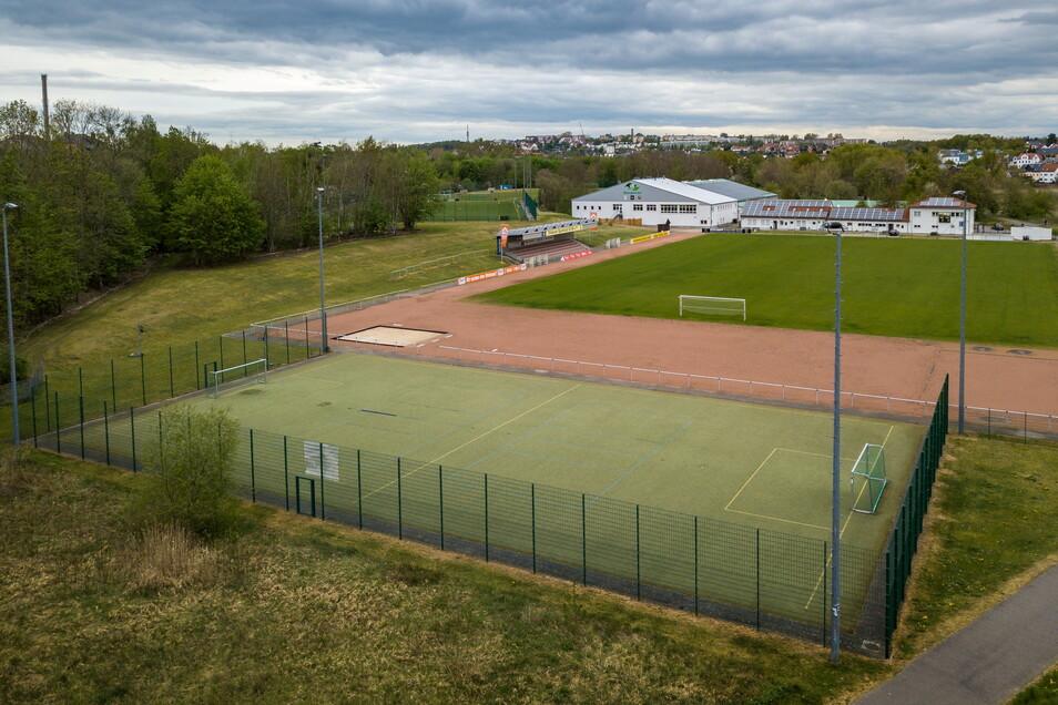 Der Grunersportpark mit Fußballplatz, mehreren Trainingsplätzen und Leichtathletikanlage wird vom Döbelner SC betrieben. Er erhält dafür einen Zuschuss.