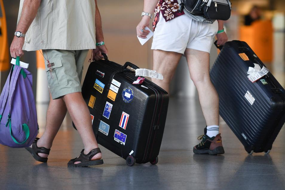 Reisende aus Corona-Hotspots müssen nun in Sachsens Beherbergungsbetrieben ein Attest vorlegen, um nicht abgewiesen zu werden.