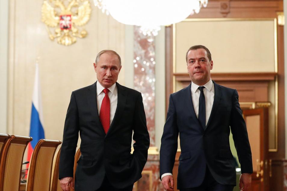 Dass Putin den loyalen Medwedew jemals fallen lassen könnte, daran hatte kaum noch jemand geglaubt