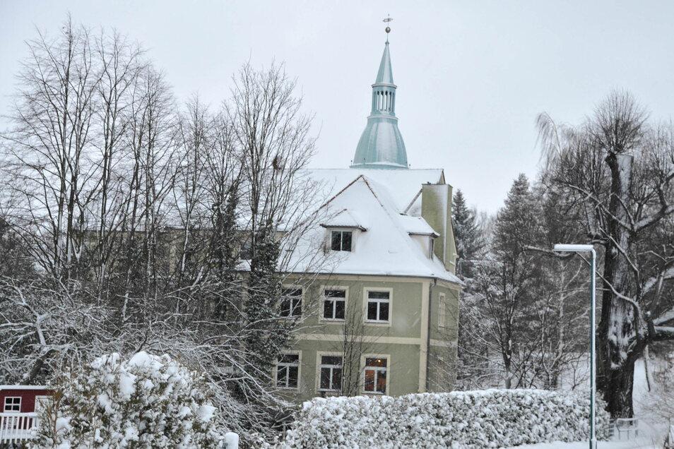 """Die """"Alte Schule"""" befindet sich gegenüber der Sohländer Kirche."""