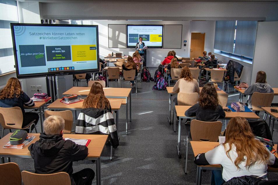 In der oberen Etage des Martin-Luther-Gymnasiums wurde aus zwei Unterrichtszimmern ein Multifunktionsraum. Für den Unterricht steht moderne Technik zur Verfügung.