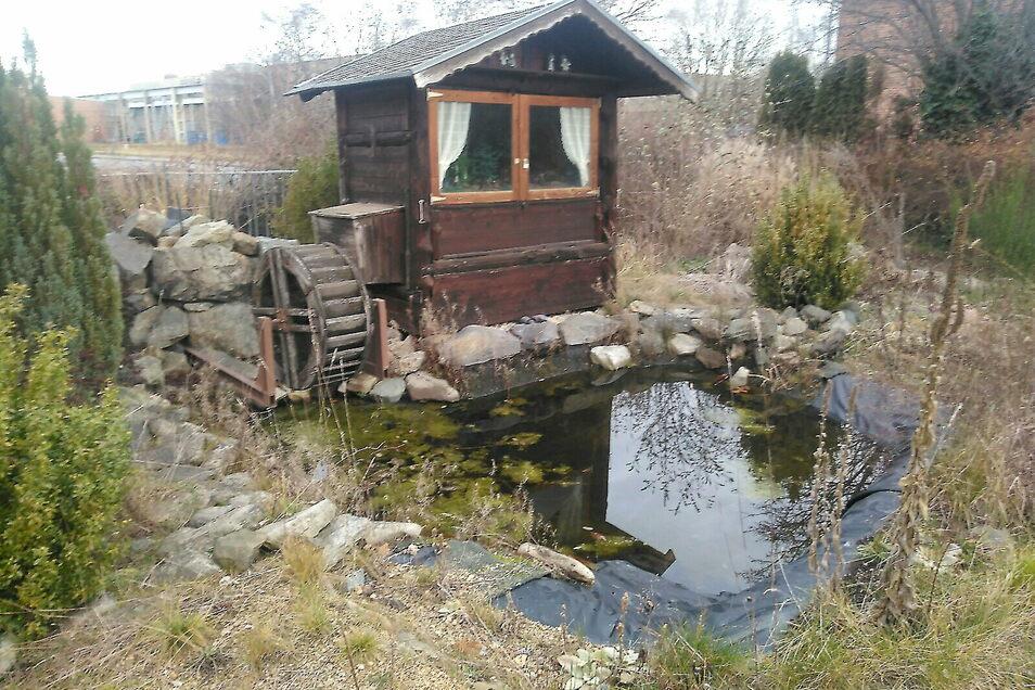 Das Häuschen mit Wasserrad, wie es jetzt noch in Tauchritz am Berzdorfer See steht.