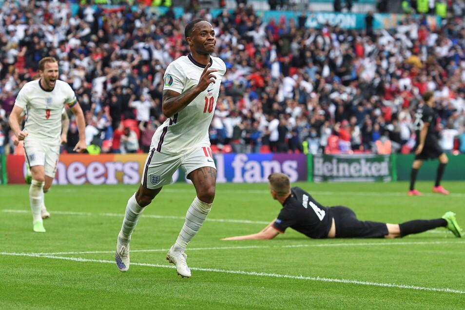 Raheem Sterling bejubelt sein Tor zum 1:0.