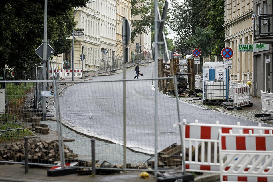 Der neue Asphalt auf der Biesnitzer Straße in Görlitz ist eingebaut. Der Abschnitt am Sechsstädteplatz soll Ende der Woche eröffnet werden, allerdings nicht bis zum Netto-Markt.