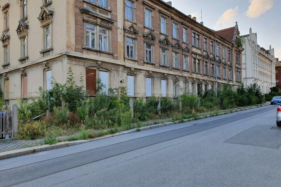 So sieht der Fußweg vor der Gabelsberger Straße 1-5 in Zittau aus.