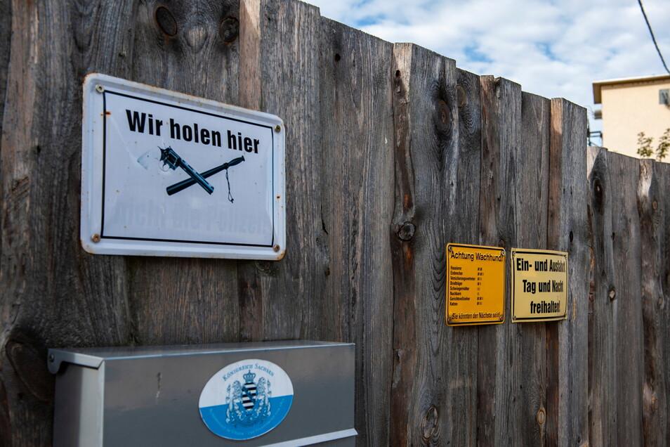 Am 26. September 2018 wurde in Tauscha das Waffenlager eines Reichsbürgers ausgehoben.