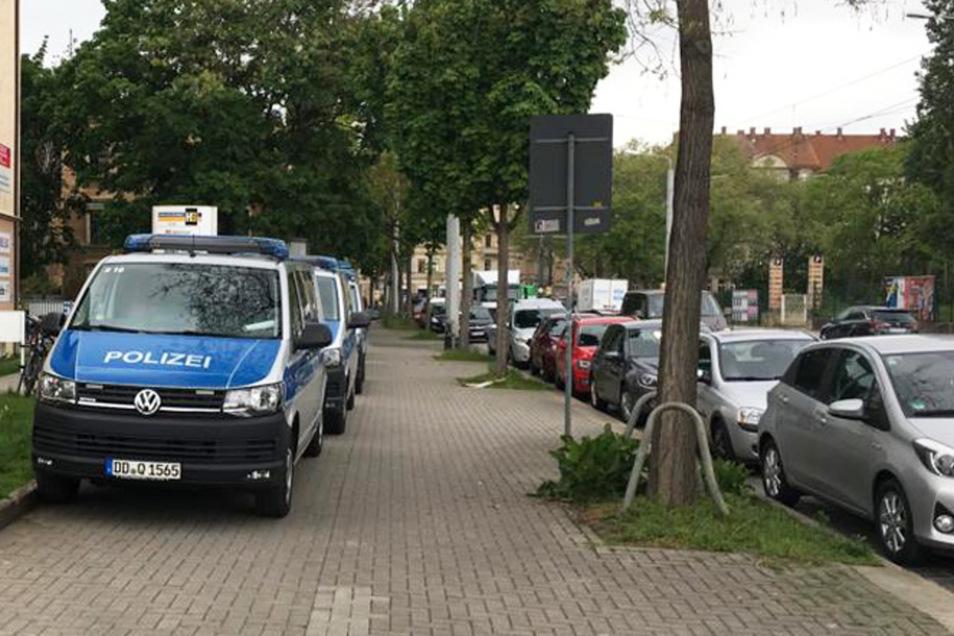 Am Dienstag rückten Polizeikräfte zur Leipziger Straße aus und nahmen den Hehler fest.