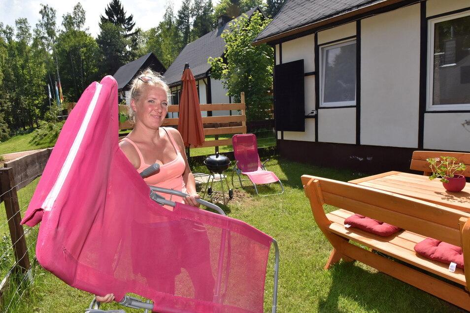 Rosalinde Knippers hat alle Hände voll zu tun, um die Ferienanlage Geisingblick auf Gäste vorzubereiten.