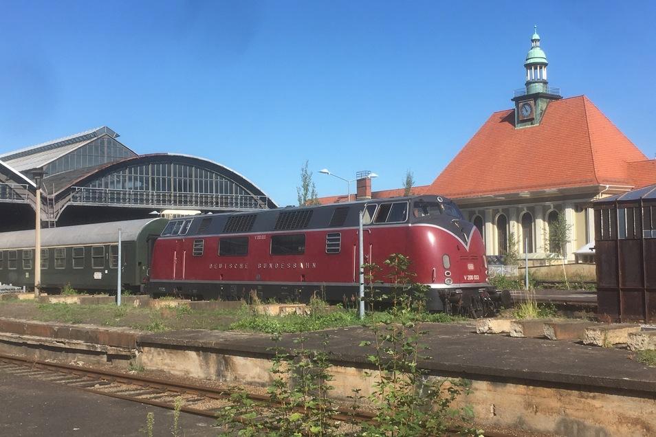 Die im Film verwendete über 60 Jahre alte Diesellok V 200 sieht aus, als habe sie gerade erst das Werk verlassen.