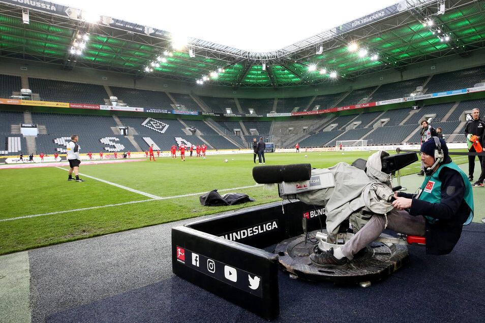 Am 11. März bestritten Borussia Mönchengladbach und der 1. FC Köln das bislang letzte Spiel in der Fußball-Bundesliga - wegen der Corona-Pandemie waren bereits keine Zuschauer zugelassen. Das ist nun auch das Szenario, die Saison womöglich ab Mitte Mai fo