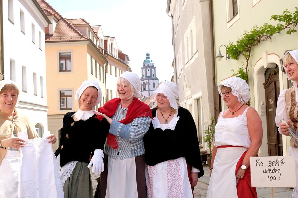 So haben die Meißner Gästeführerinnen im Juni die Rückkehr in die Normalität gefeiert. Jetzt suchen sie Nachwuchs, um die Schönheiten des Elblandes zu zeigen.